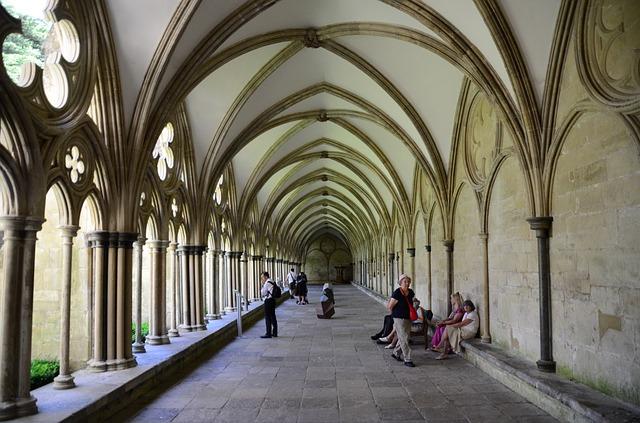 cloister-411025_640